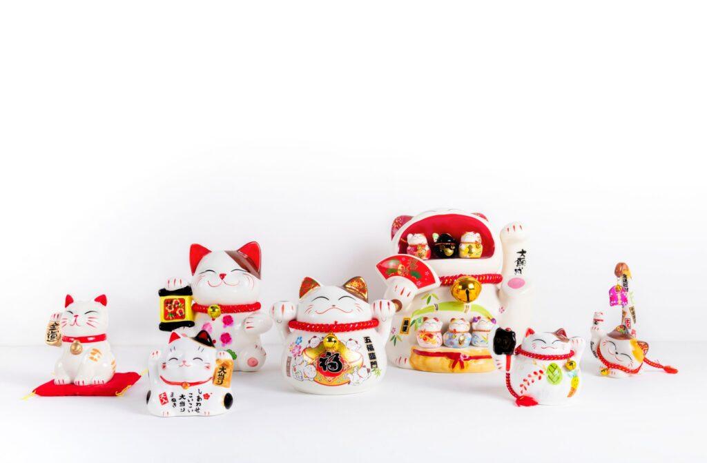 best apartment home office accessories - Maneki-neko good luck charm